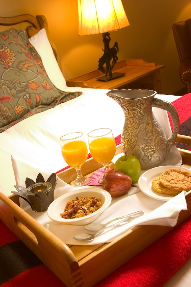 Room Service - Dining, Rusty Parrot Lodge and Spa