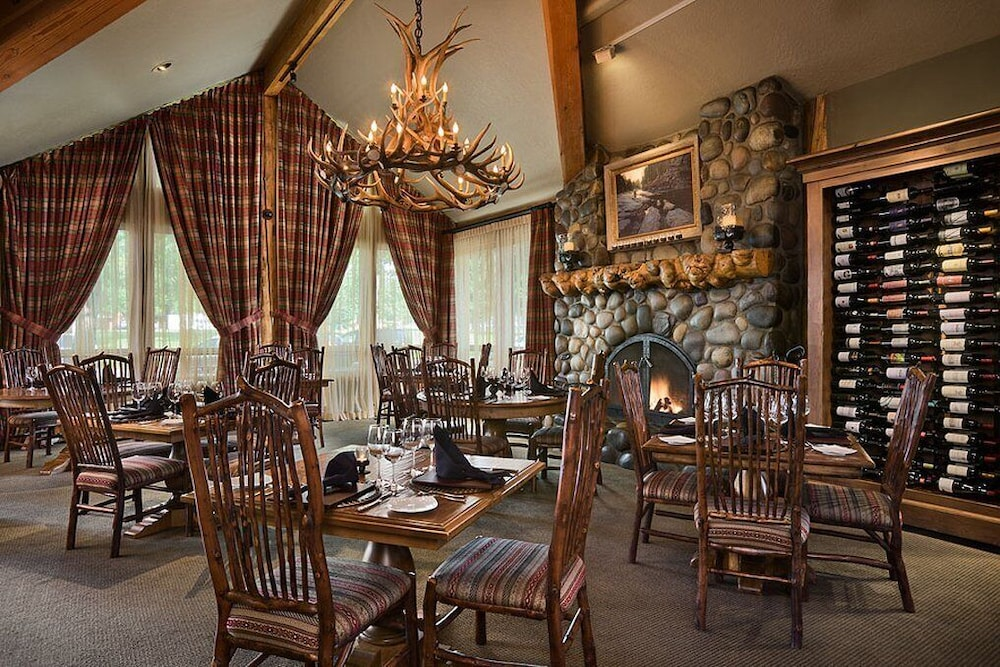 Restaurant, Rusty Parrot Lodge and Spa