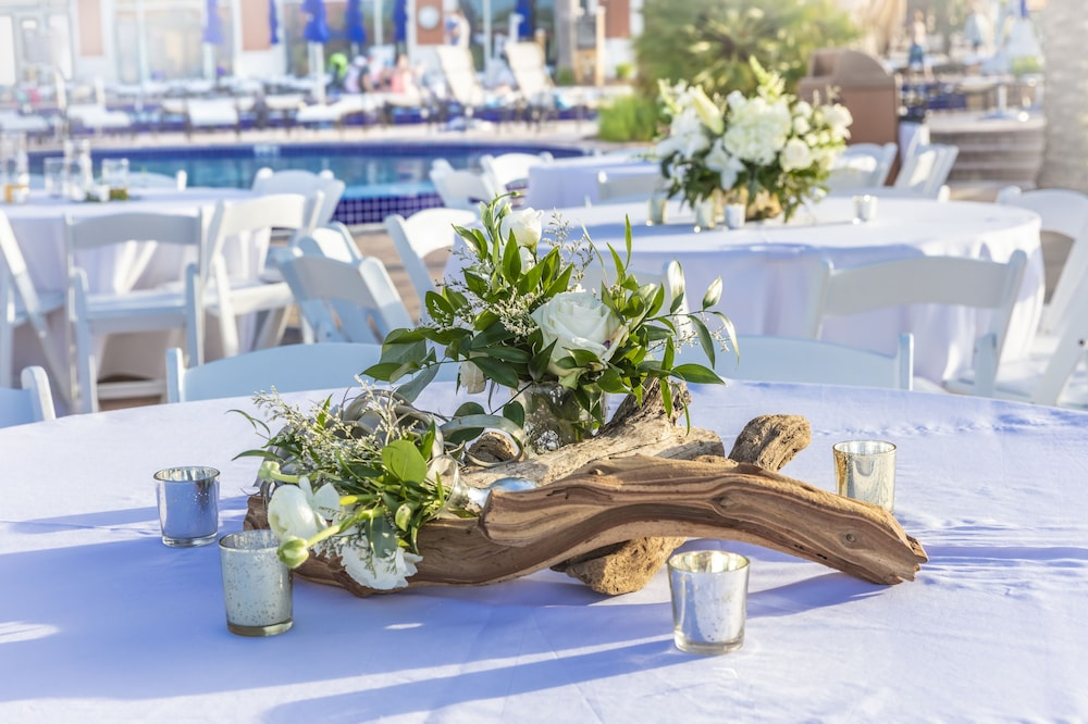 Outdoor Wedding Area, Portofino Island Resort