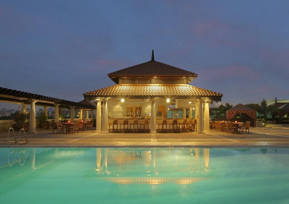 Hyatt regency dubai reviews photos rates for Top rated hotels in dubai