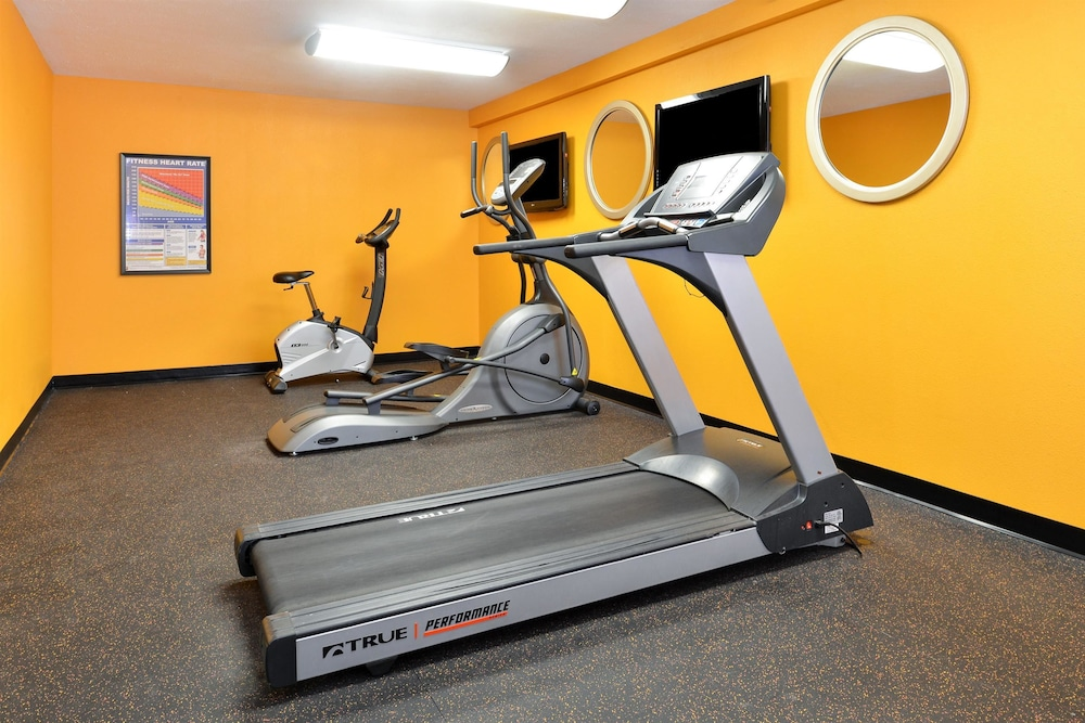 Fitness Facility, Americas Best Value Sandman Inn