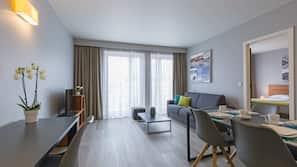 Een kluis op de kamer, een bureau, een laptopwerkplek