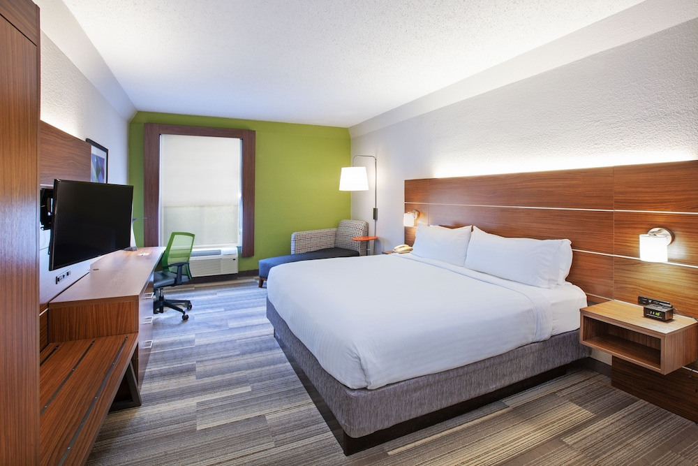 Room, Holiday Inn Express & Suites Houston - Memorial Park Area, an IHG Hotel