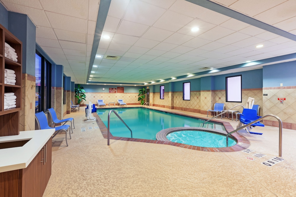 Pool, Holiday Inn Express & Suites Houston - Memorial Park Area, an IHG Hotel
