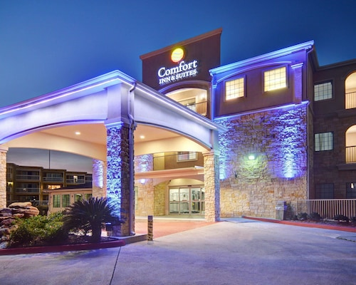 Comfort Inn & Suites Beachfront (USA 911751 3.9) photo
