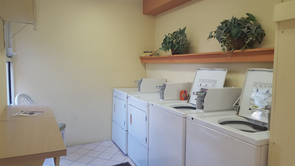 Laundry Room, Inn at the Beach