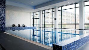 Een binnenzwembad