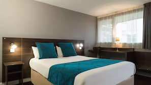 Premium bedding, desk, blackout drapes, soundproofing