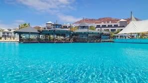 6 piscinas al aire libre, sombrillas, tumbonas