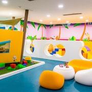 Zona de juegos infantil cubierta