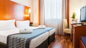 Ropa de cama hipoalergénica, minibar, caja fuerte y escritorio
