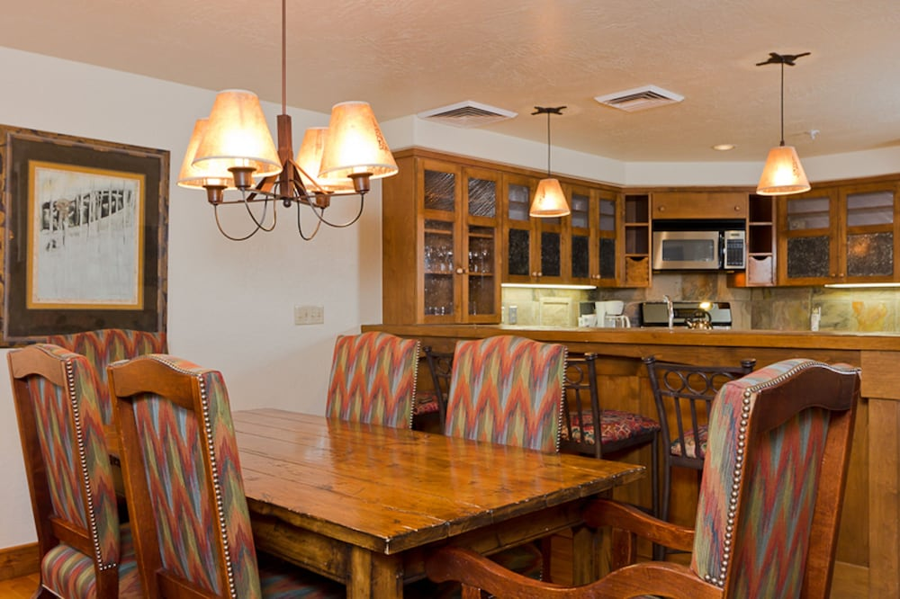 In-Room Dining, Lodges at Deer Valley
