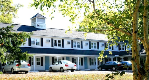 Check Expedia for Availability of University Lodge