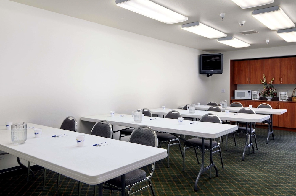 Meeting Facility, Microtel Inn & Suites by Wyndham Eagle River/Anchorage Area