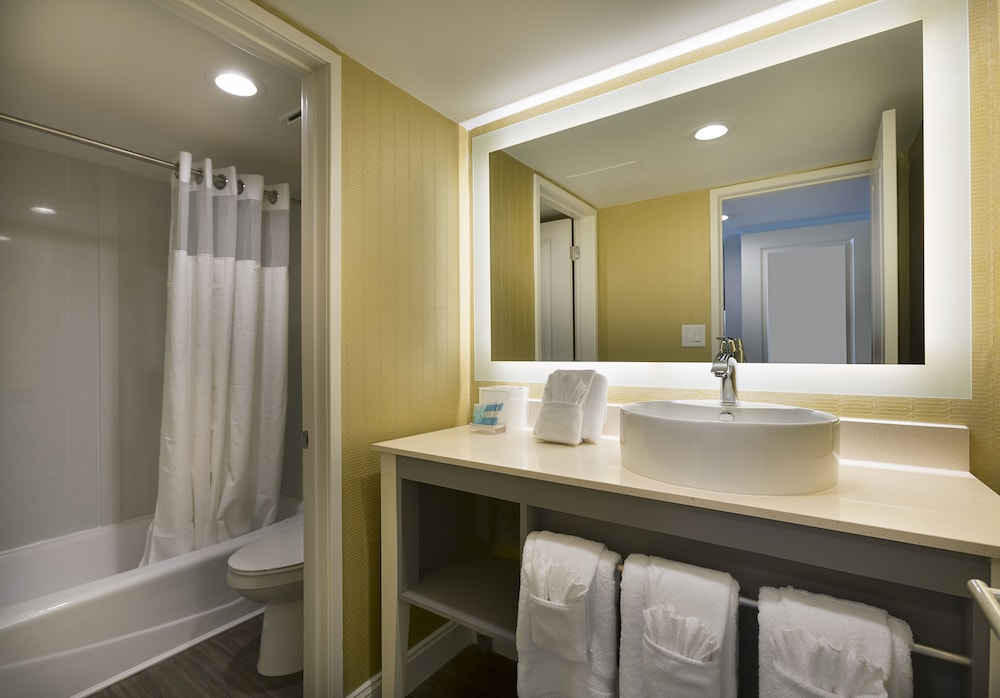 Bathroom, The Breakers Resort