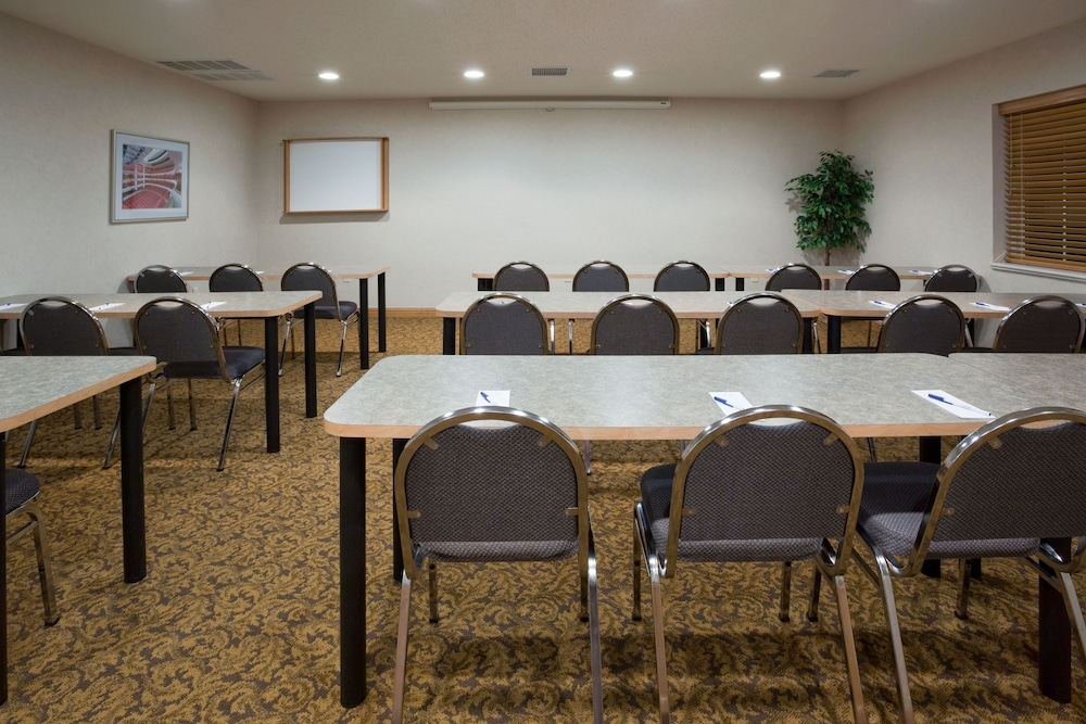 Meeting Facility, Candlewood Suites Appleton, an IHG Hotel