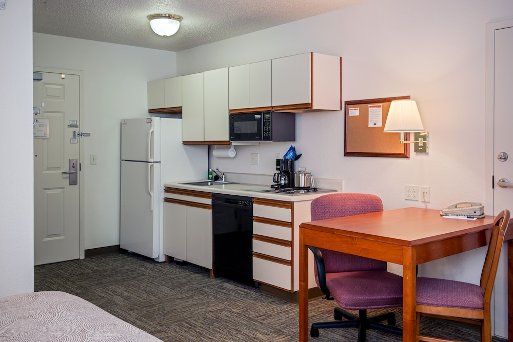 Private Kitchen, Candlewood Suites Appleton, an IHG Hotel