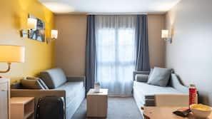房內夾萬、免費嬰兒床、摺床/加床 (收費)、免費 Wi-Fi