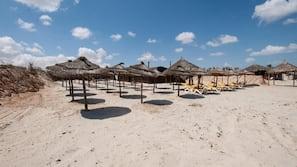 Am Strand, weißer Sandstrand, kostenloser Shuttle zum Strand