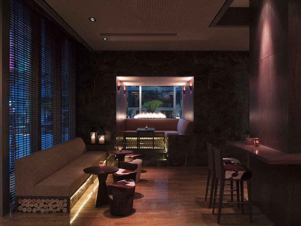 Bar, New World Shanghai Hotel