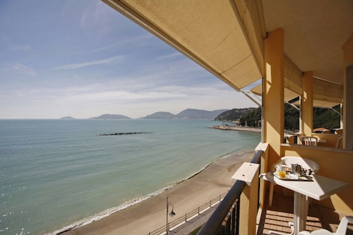 3 Star Hotels In Ricco Del Golfo Di Spezia Hotels With