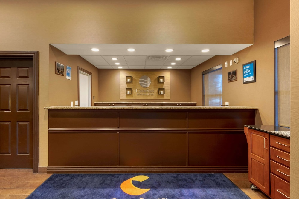 Lobby, Comfort Inn & Suites Fayetteville-University Area