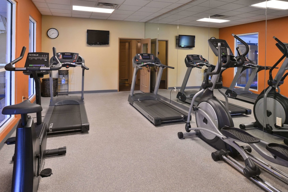 Fitness Facility, Comfort Inn & Suites Fayetteville-University Area
