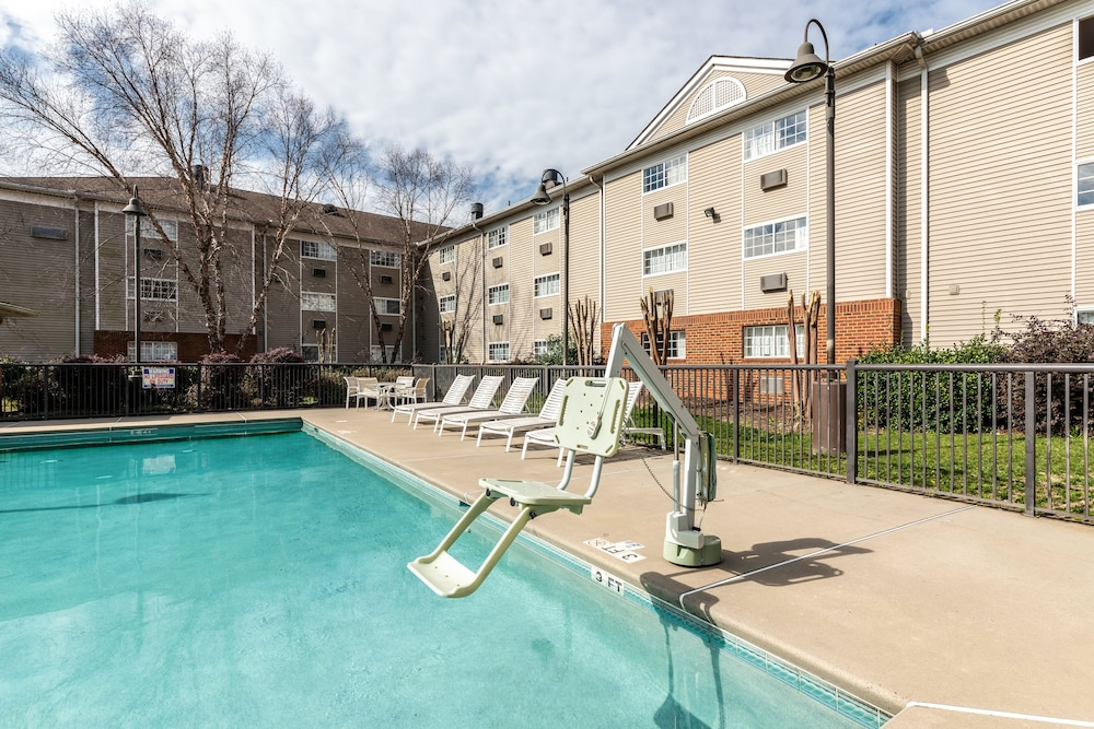 Pool, HomeTowne Studios & Suites by Red Roof Charlotte - Concord
