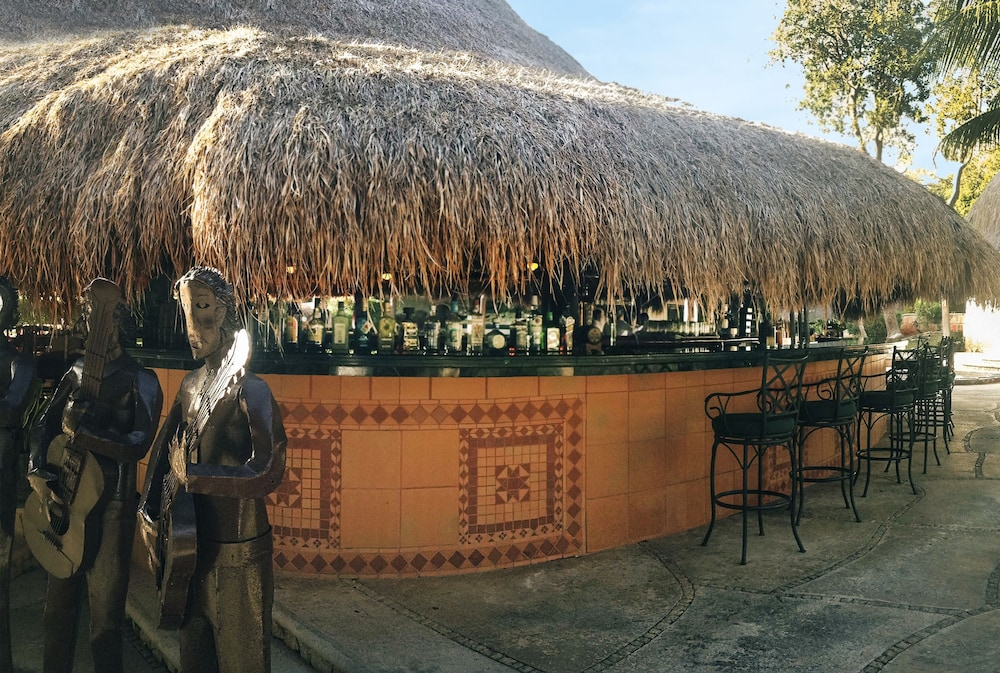 Bar, The Lodge At Uxmal