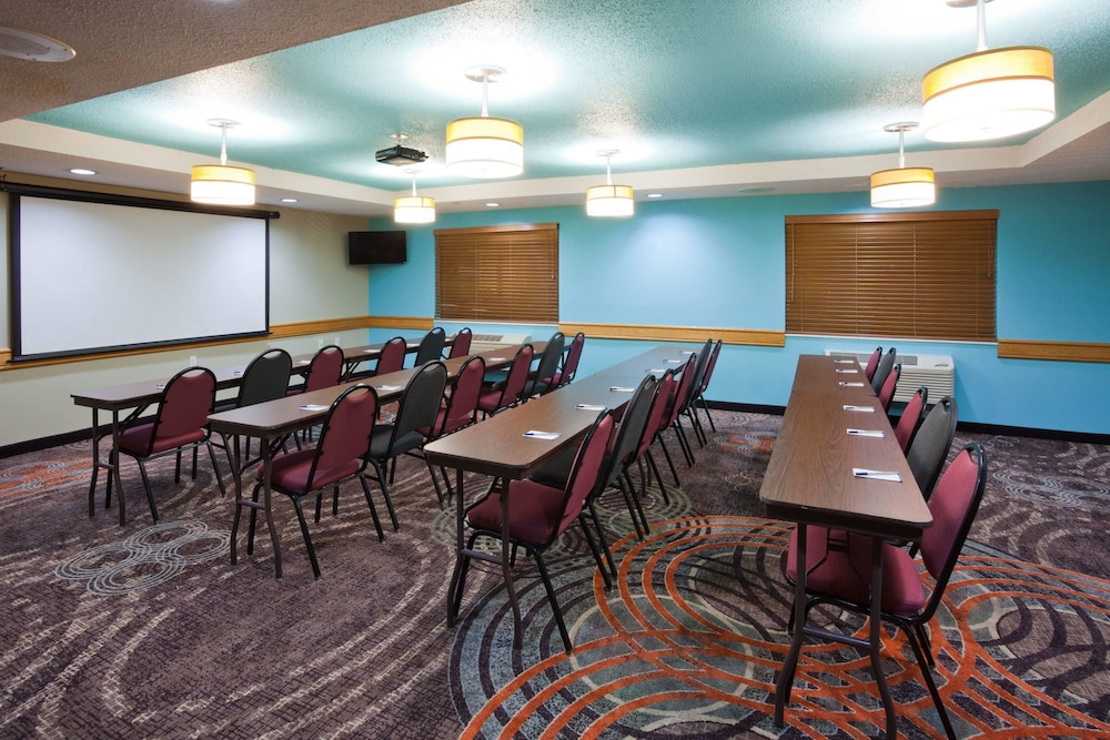 Meeting Facility, AmericInn by Wyndham Shakopee Near Canterbury Park