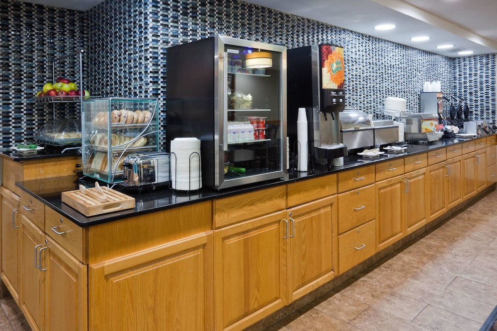 Breakfast Area, AmericInn by Wyndham Shakopee Near Canterbury Park