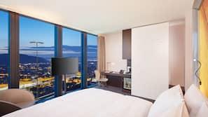 Hochwertige Bettwaren, kostenlose Minibar, Zimmersafe, Schreibtisch