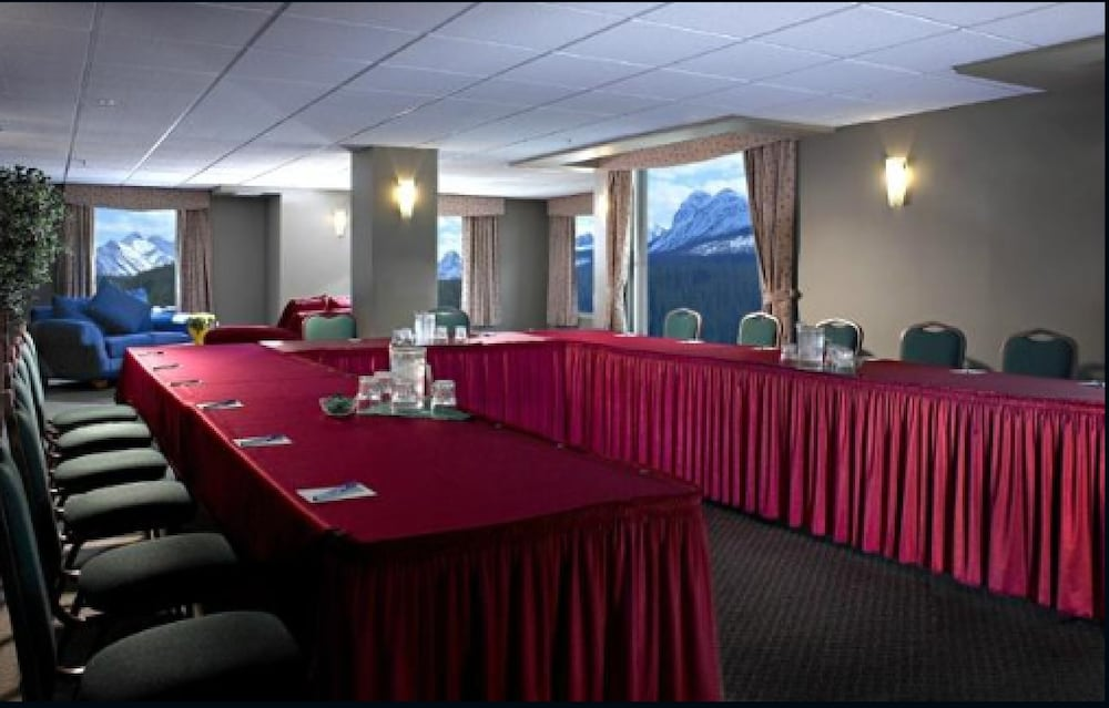 Meeting Facility, Windtower Lodge and Suites