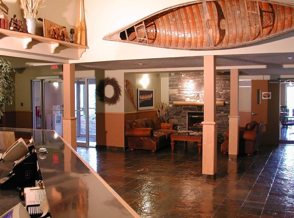 Lobby, Windtower Lodge and Suites