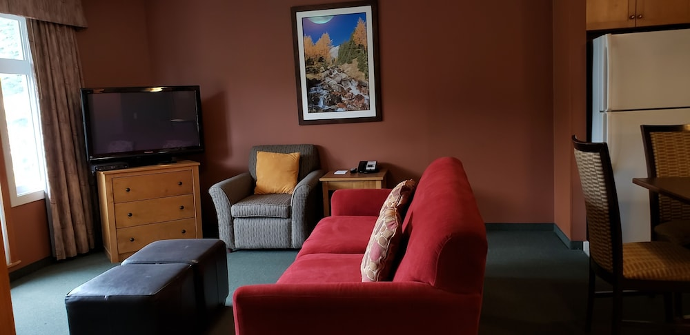 Living Room, Windtower Lodge and Suites