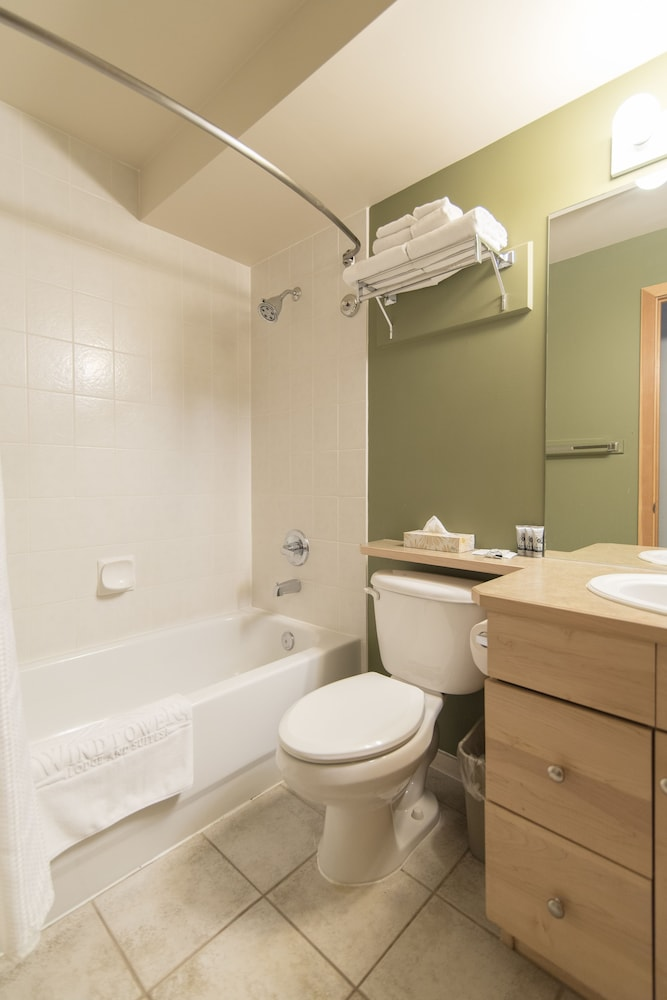 Bathroom, Windtower Lodge and Suites
