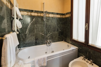 Junior Suite, Canal View - Jetted Tub