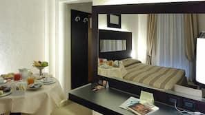Minibar, una cassaforte in camera, insonorizzazione, Wi-Fi (a pagamento)