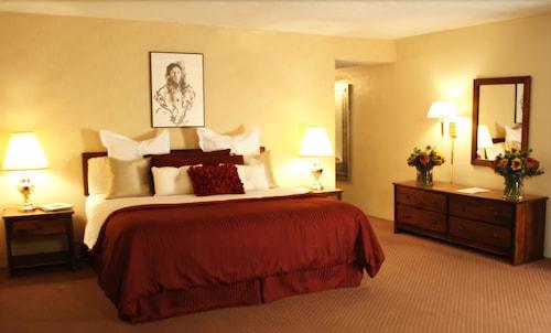 Great Place to stay Garretts Desert Inn near Santa Fe