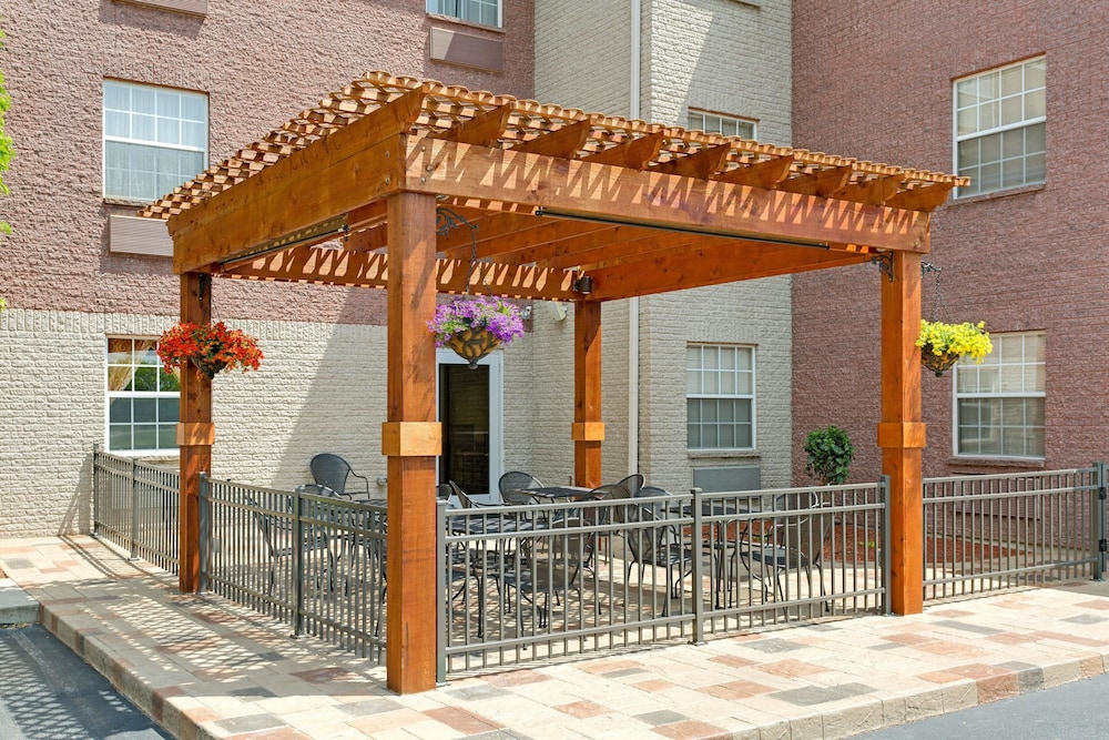 BBQ/Picnic Area, Hawthorn Suites by Wyndham Cincinnati/Sharonville