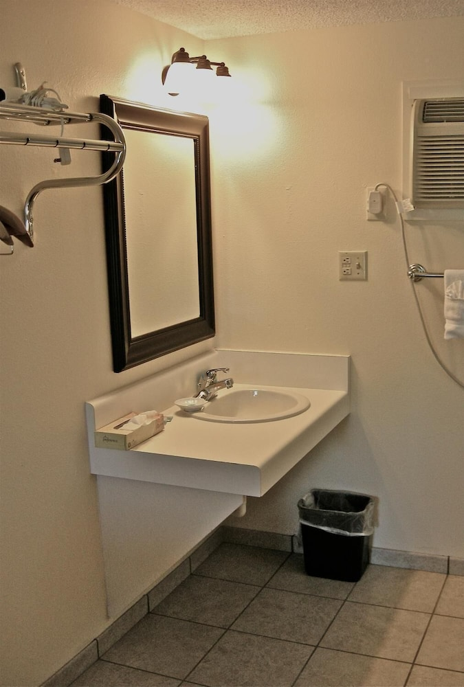Bathroom, Timbers Motel