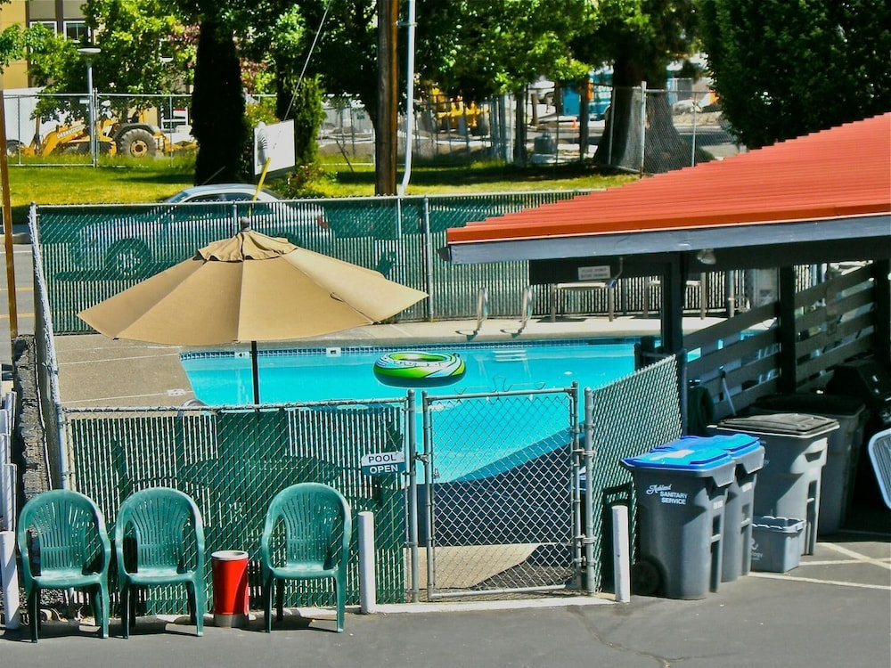 Pool, Timbers Motel