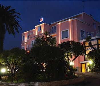 Front of Property - Evening/Night, Hotel Napoleon
