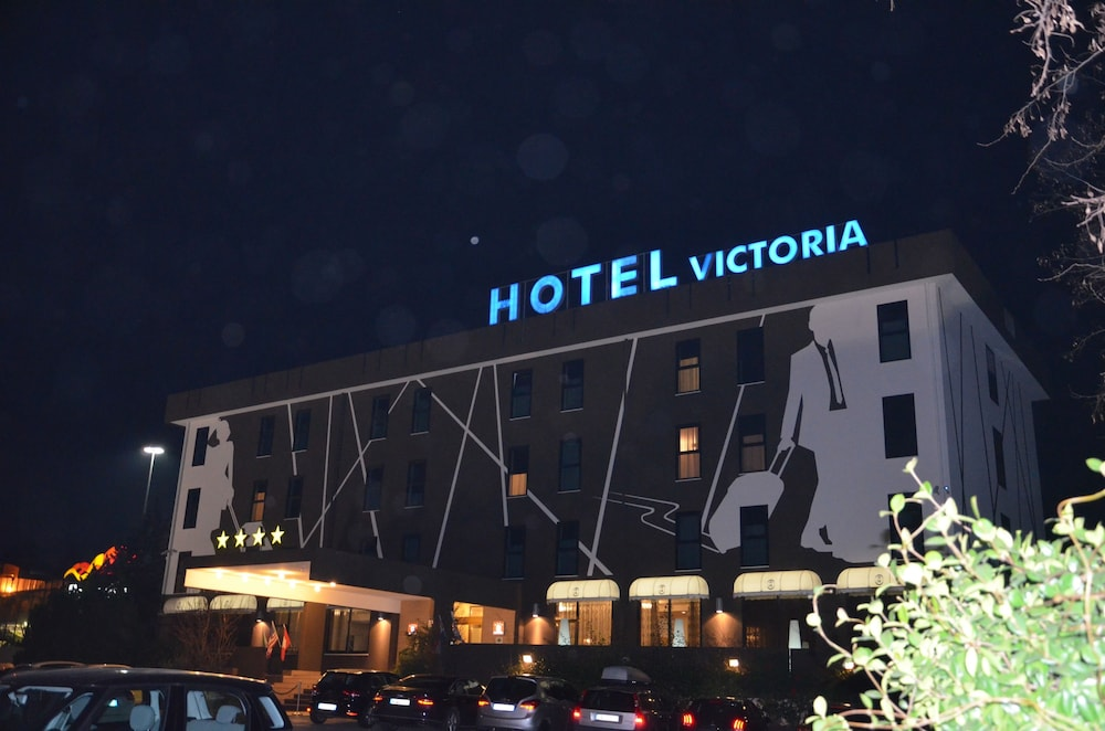 Front of Property, Hotel Victoria
