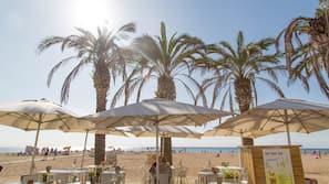 Ubicación a pie de playa y tumbonas
