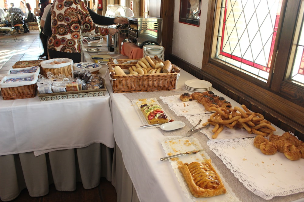 Breakfast buffet, Hotel Spa Tudanca Aranda