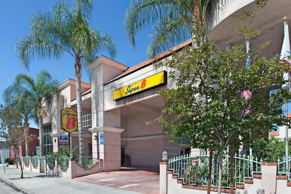 Super 8 by wyndham north hollywood 2018 room prices from 95 deals exterior solutioingenieria Images