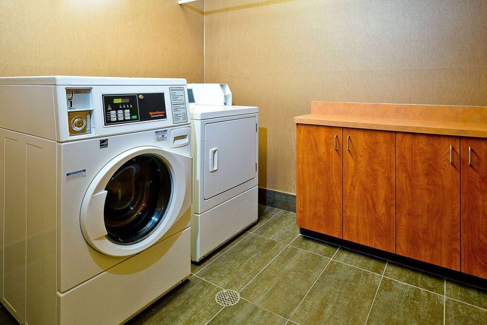 Laundry Room, Hawthorn Suites by Wyndham Oakland/Alameda