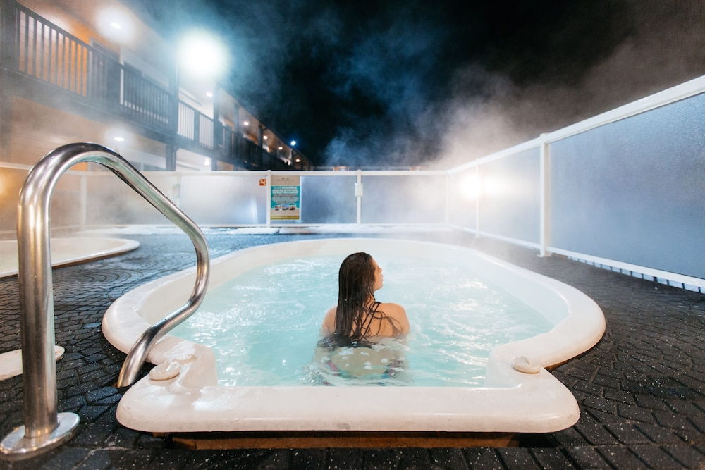 Outdoor Spa Tub, Mount Robson Inn