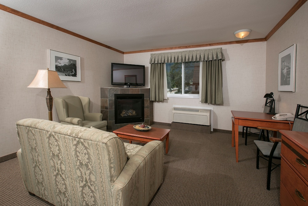 Living Area, Mount Robson Inn
